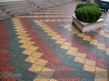 人行道板效果图   本公司生产各种市政材料、各种荷兰砖 盲道高清图片